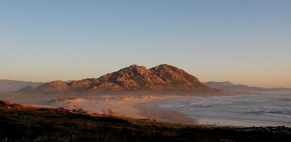 Monte Louro e praia de Area Maior