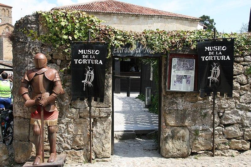 File:Museo de la Tortura El Solar (Santillana del Mar) - 2013-Aug-16 - by Stromare.JPG