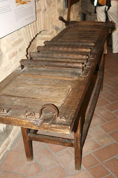 Instrumentos  de tortura reales 400px-Museo_de_la_Tortura_Toledo_17