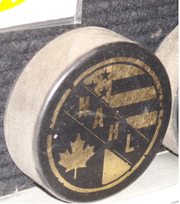alt=Description de l'image NAHL_1973-1977_Puck.png.