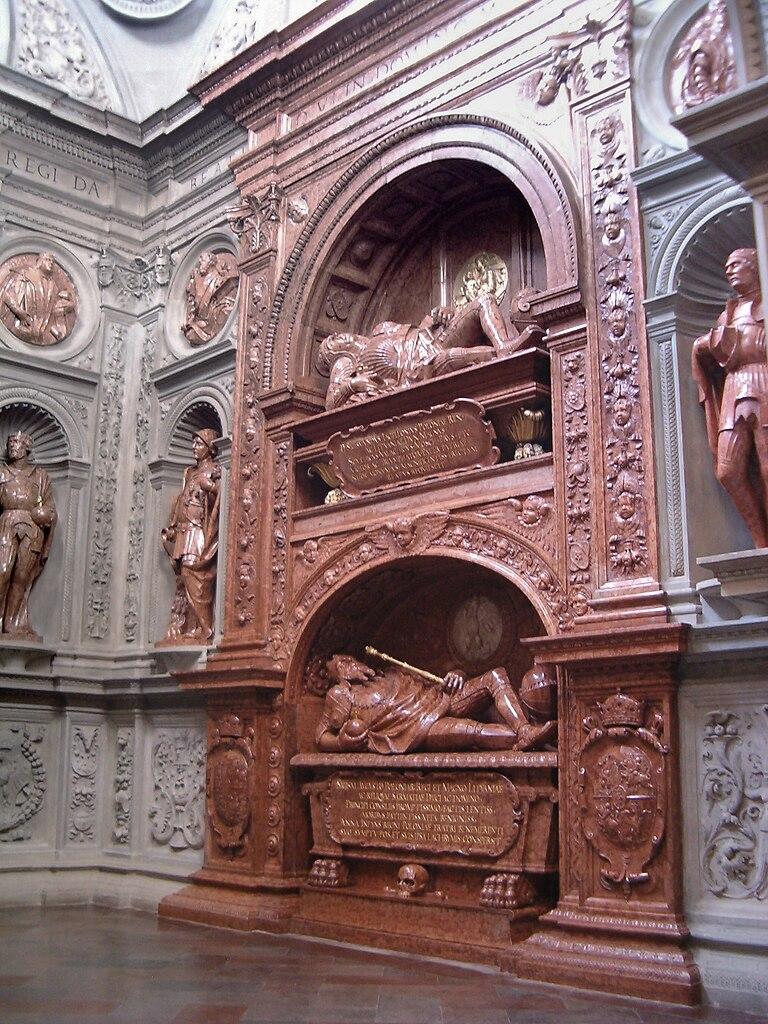 Гробница в соборе вавеле фото