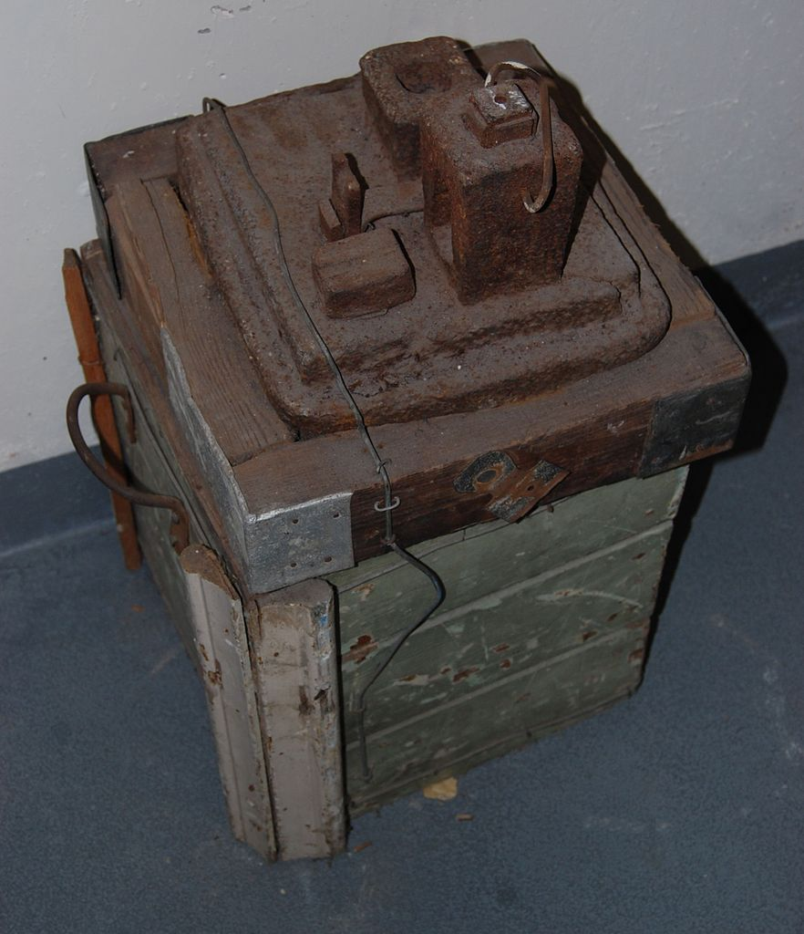 File:Nail-makers Anvil.jpg