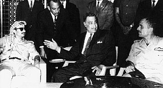 Yasser Arafat - Egyptian President Gamal Abdel Nasser (center) mediating an agreement between Arafat and Jordanian King Hussein to end to the Black September conflict, during the emergency Arab League summit, September 1970