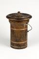 Nattstol (potta) i form av hink av järnbleck med träsits - Skoklosters slott - 95279.tif