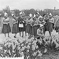 Nederlandse kaasmeisjes bezoeken Floriade, Bestanddeelnr 911-1705.jpg