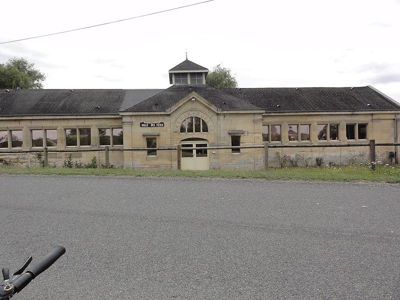 Neuville-sur-Ornain (Meuse) ancien lavoir publique, salle des fêtes