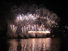 an all white finale to the midnight fireworks on nye 2007