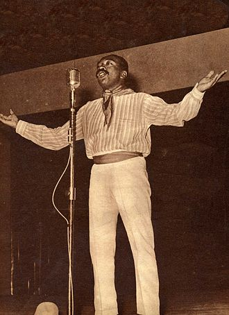 Nicomedes Santa Cruz - Nicomedes Santa Cruz singing.