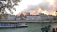 Notre-Dame de Paris, Incendie 15 avril 2019 19h39.57.jpg