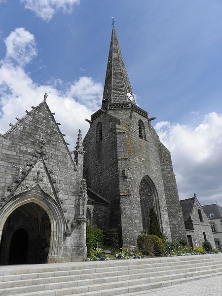 Église Sainte-Noyale de Noyal-Pontivy (56). Porche sud et clocher.