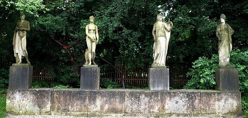 File:Nymphenburg schlosspark vier statuen.jpg