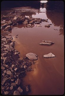 OLENTANGY RIVER WAS POLLUTED JUNE 20, 1974, WHEN FIRE AND EXPLOSIONS DESTROYED A PENNWALT CORPORATION CHEMICAL... - NARA - 555549.jpg
