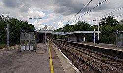 Oakleigh Park railway station MMB 09 365537.jpg