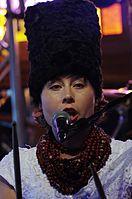 Olena Tsibulska (DakhaBrakha) (Haldern Pop 2013) IMGP6664 smial wp.jpg