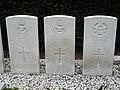 Oorlogsgraven in Hei- en Boeicop (1).jpg