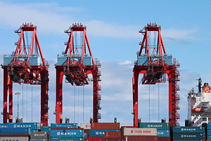English: Cranes at the Hanjin Shipping termina...