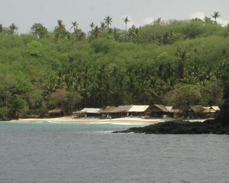 Berkas:Padangbai White Sand Beach 3.jpg