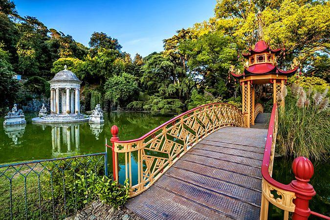 Parco e Villa Pallavicini - Ponte con Pagoda Cinese e Tempietto della Dea Diana.jpg