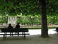 Paris 75004 Square Jean-XXIII park bench 20080425.jpg