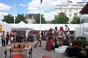 Festival Ludique International de Parthenay - Mediaeval musicians and jugglers entertain the crowds during FLIP 2010.