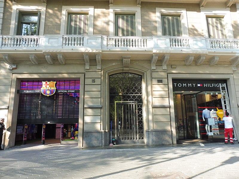 File:Passeig de Gràcia 15 portal.jpg