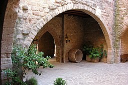 Pati del castell de Cardona.jpg