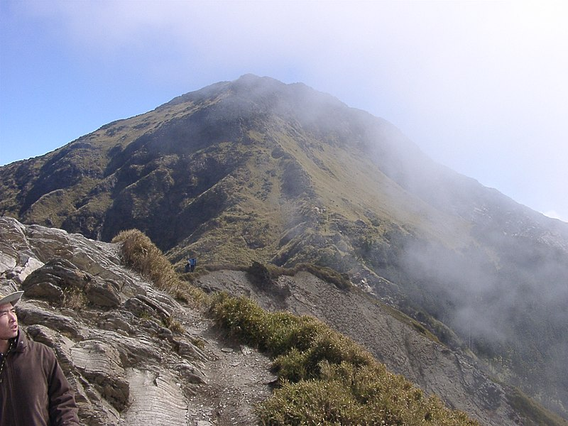 File:Peaks near Hehuanshan.jpg