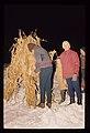 Pehtra baba iz Ziljske doline 1967 - Otroci prižigajo grmado iz koruznega trsja.jpg