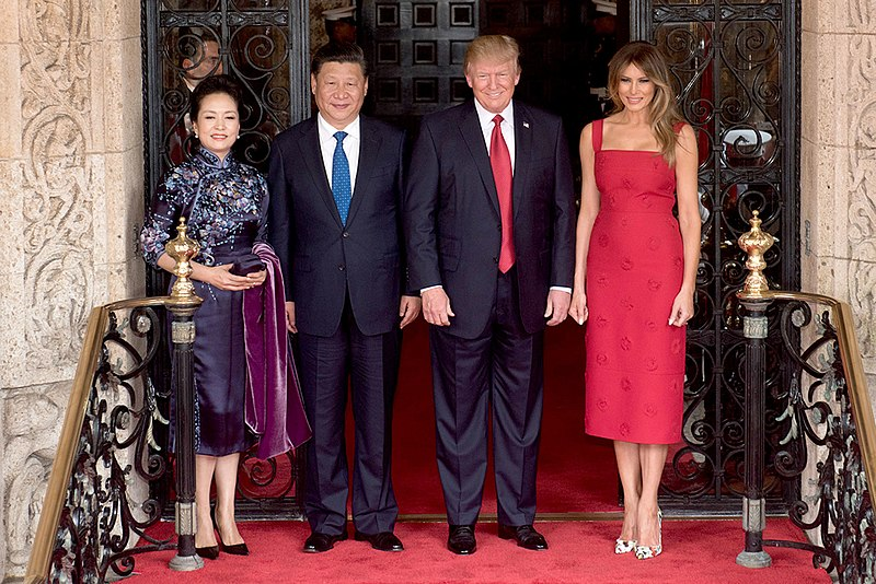 File:Peng Liyuan, Xi Jingping, Donald Trump and Melania Trump at the entrance of Mar-a-Lago, April 2017.jpg