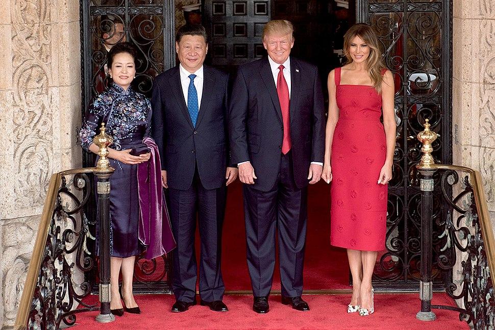 Peng Liyuan, Xi Jingping, Donald Trump and Melania Trump at the entrance of Mar-a-Lago, April 2017