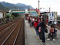 People on TRA Dali Station platforms 20131123.jpg