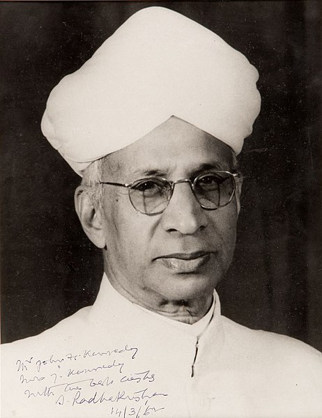https://upload.wikimedia.org/wikipedia/commons/thumb/8/8c/Photograph_of_Sarvepalli_Radhakrishnan_presented_to_First_Lady_Jacqueline_Kennedy_in_1962.jpg/462px-Photograph_of_Sarvepalli_Radhakrishnan_presented_to_First_Lady_Jacqueline_Kennedy_in_1962.jpg