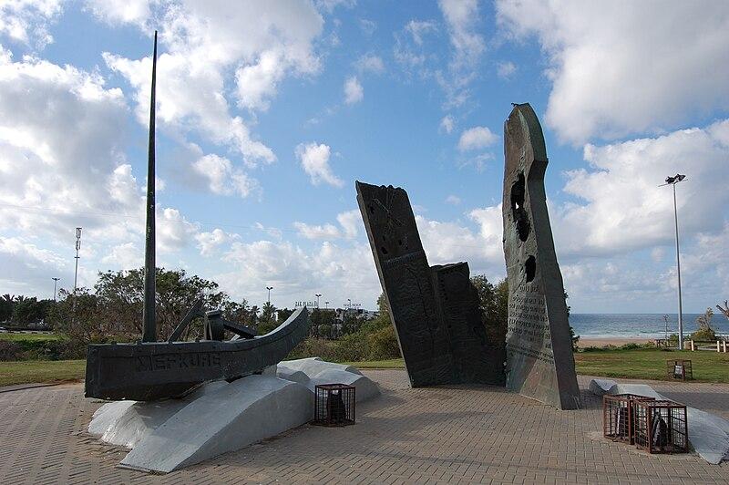 אנדרטה לזכר הנספים באוניות המעפילים