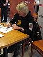Piotr Rubik pisze autografy.jpg