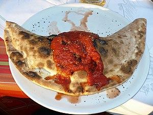Calzone - Image: Pizza Calzone