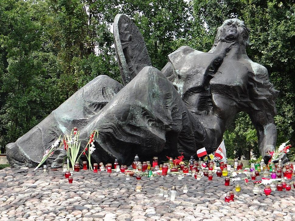 """Pomnik """"Polegli Niepokonani"""" 02"""