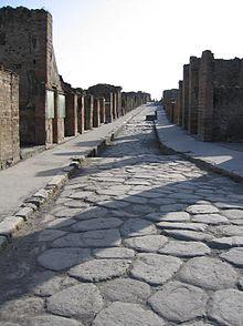 Una strada dell'antica Pompei