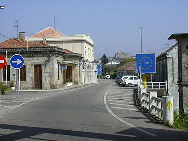 A simple sign marks the Schengen border between Spain and Portugal Ponteminho4.jpg