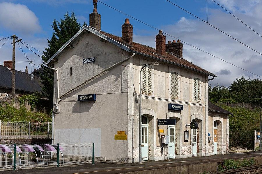 Train station of Port-Brillet.