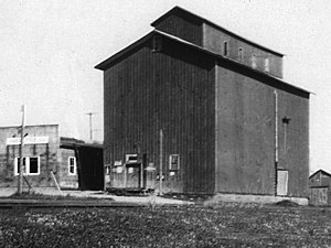 Port Perry - Image: Port Perry grain mill and elevator circa 1930