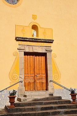 Porte et façade de l'église de Braux.jpg