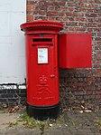 Post box on Bedford Road, Rock Ferry.jpg