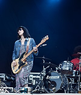 Primavera Sound 2011 - May 28 - Yuck (5804828767).jpg