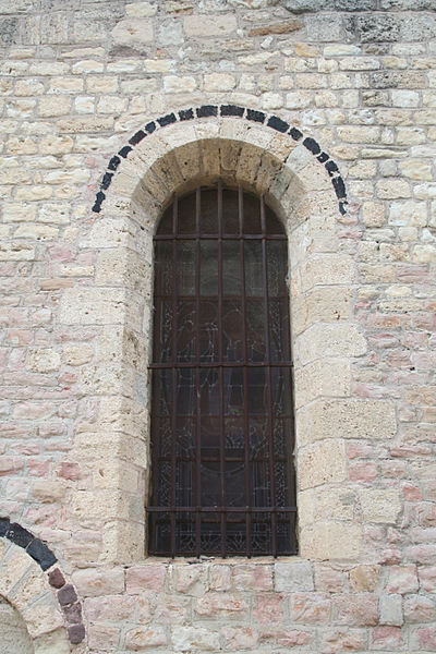 Quarante (Hérault) - fenêtre de l'église Sainte-Marie