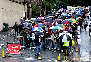 English: Queue for the Banksy Exhibition The q...