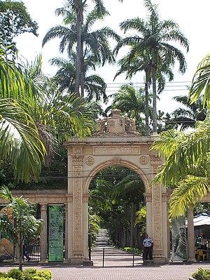 http://upload.wikimedia.org/wikipedia/commons/thumb/8/8c/QuintaBoaVista2.jpg/300px-QuintaBoaVista2.jpg