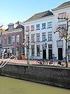 foto van Pand ter breedte van vijf vensterassen op de hoek van de fonteinstraat