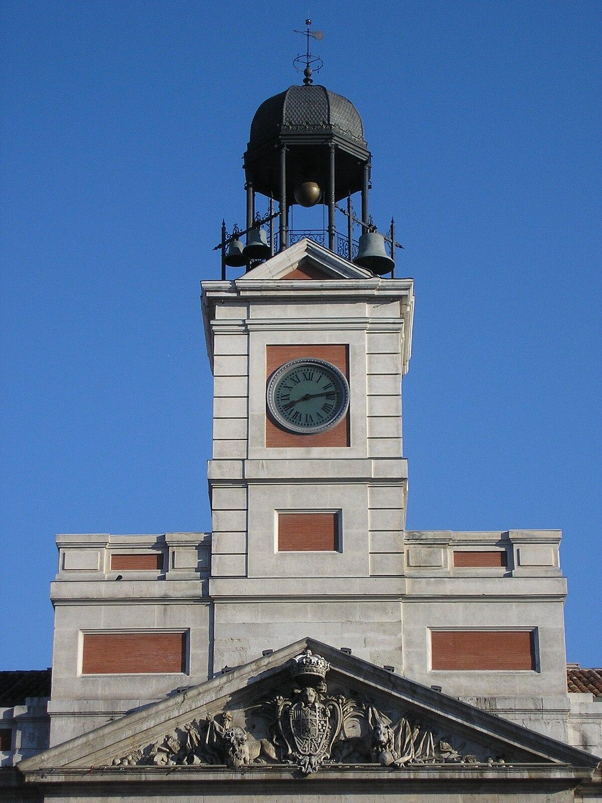 Reloj de torre wikipedia la enciclopedia libre for Edificio puerta del sol quito