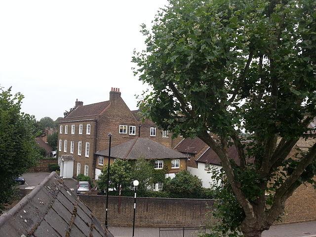 Fil rochester house little ealing lane for Rochester house