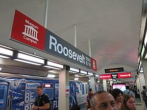 Roosevelt station (CTA) - Roosevelt/State's Red Line subway platform